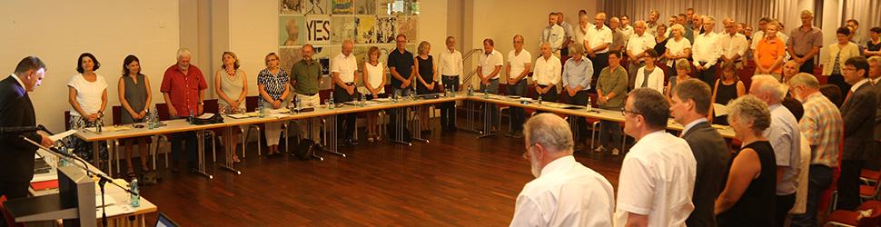 Gemeinderäte im Sitzungssaal