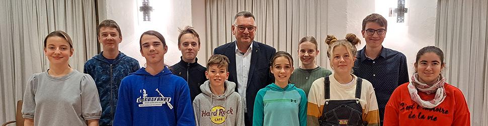 Gruppenfoto Jugendparlament mit OB Zeidler
